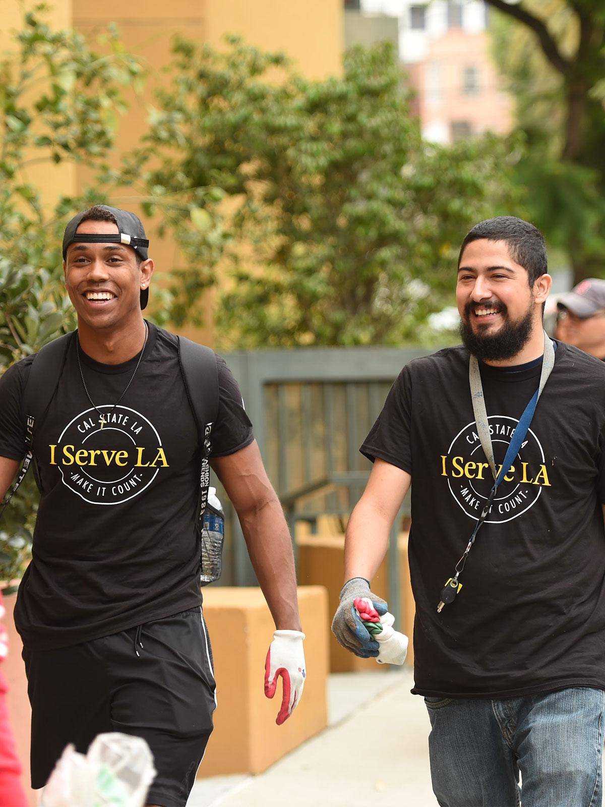 Students volunteering in I Serve LA T-Shirts